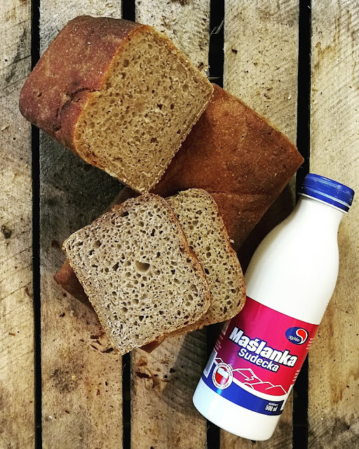 Maślankowy chleb na zakwasie