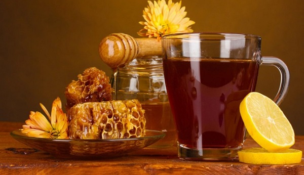 What are the benefits of drinking honey on the throat