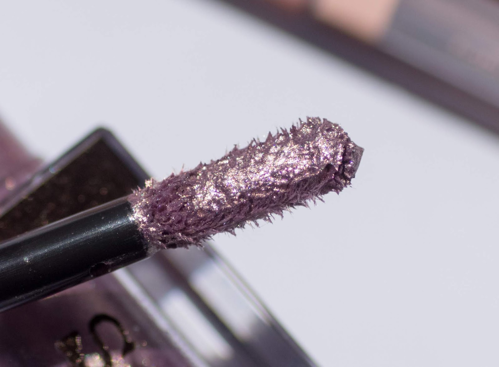 Stila Shimmer and Glow Liquid Eyeshadow in Cloud close up