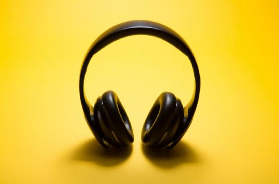 How to use headphones