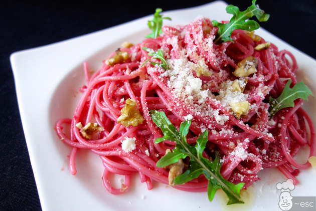 Espaguetis con pesto rojo de remolacha | Receta vegetariana