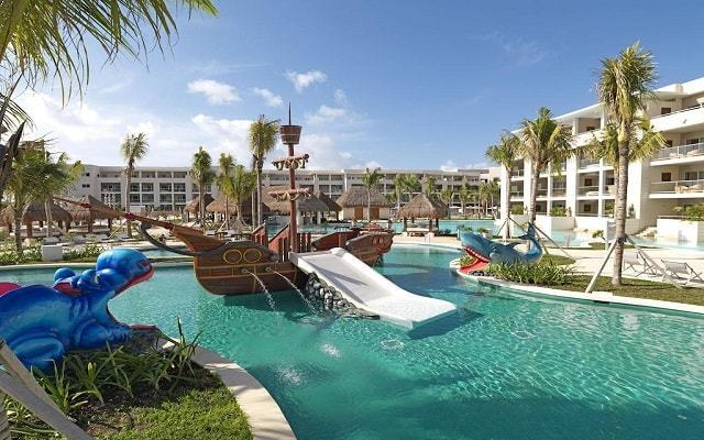 Located in a small yet stunning bay, the Family Concierge at Paradisus Esmeralda - All Inclusive is at the best of all of the luxury hotels in Playa del Carmen, Riviera Maya.