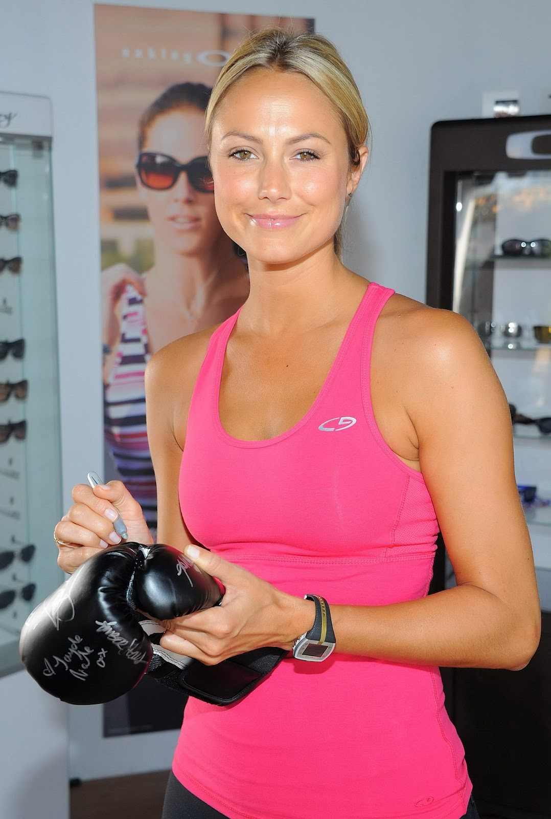 Stacy Keibler in pink top workin' out at LA fitness show ~ The Stars Gossips