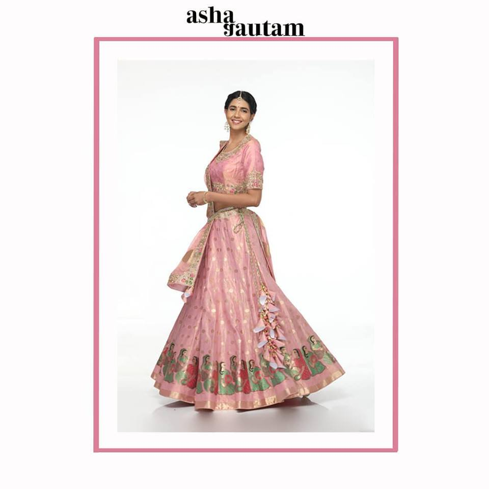 bbcdfa60e2 If you are someone who likes trying variety in outfits , then you  absolutely must have a traditional Banarasi lehenga on your list either for  your wedding ...