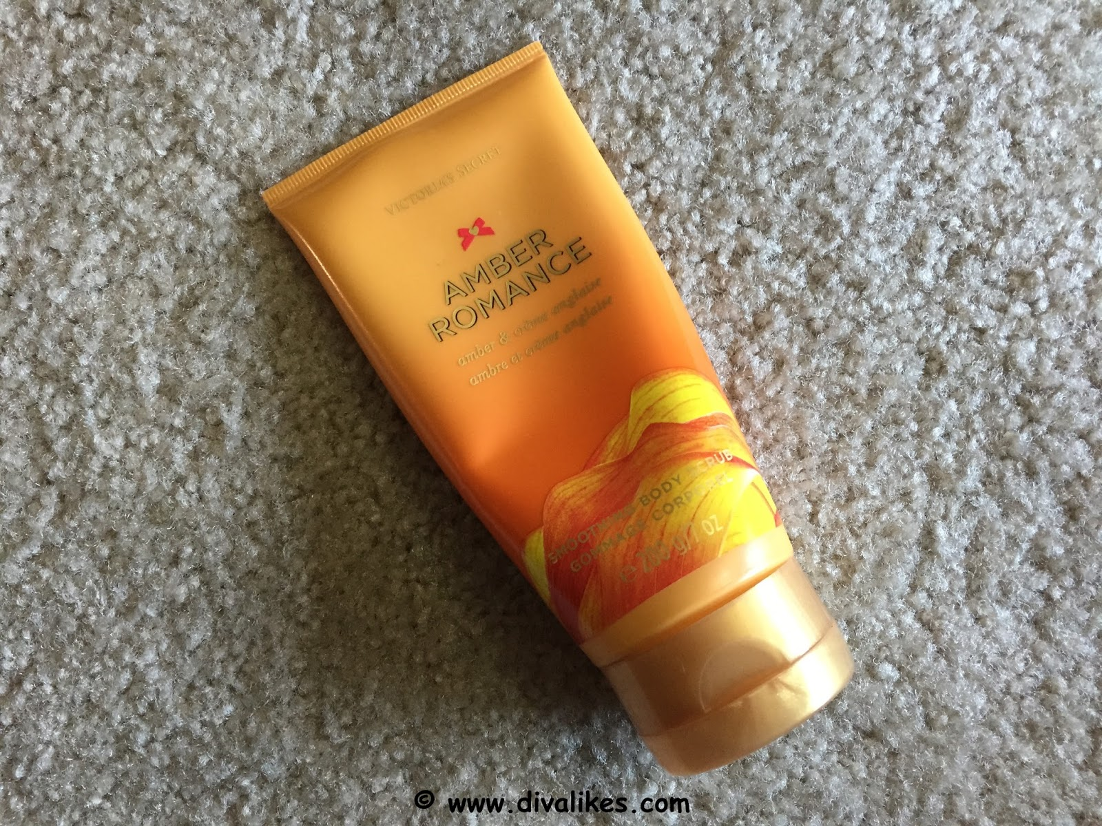 2514597d989d1 Victoria's Secret Amber Romance Smoothing Body Scrub Review | Diva Likes