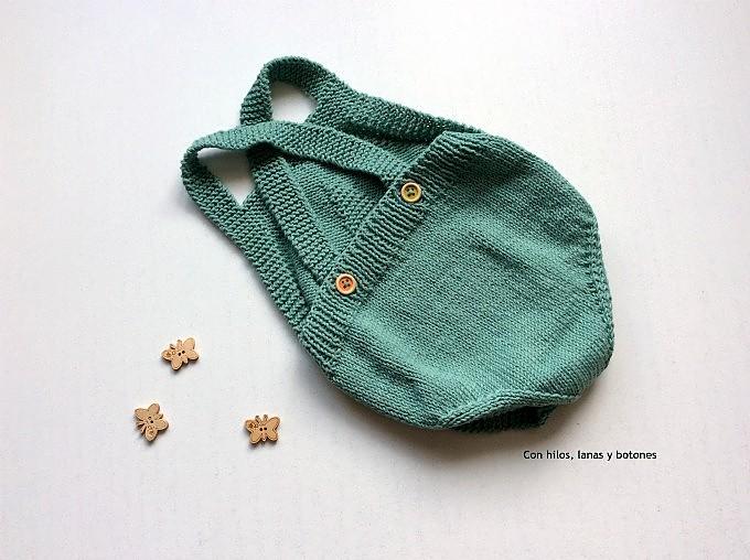 Con hilos, lanas y botones: Patrón pelele de punto para bebé