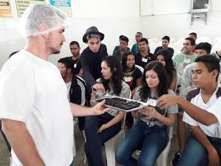 Alunos do ensino médio visitam fábrica da Topdan
