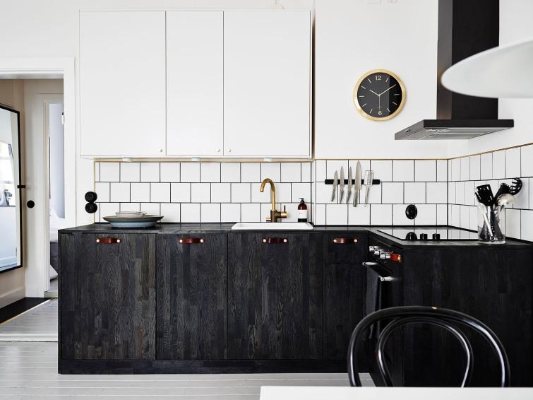 skandynawska kuchnia ze złotymi dodatkami