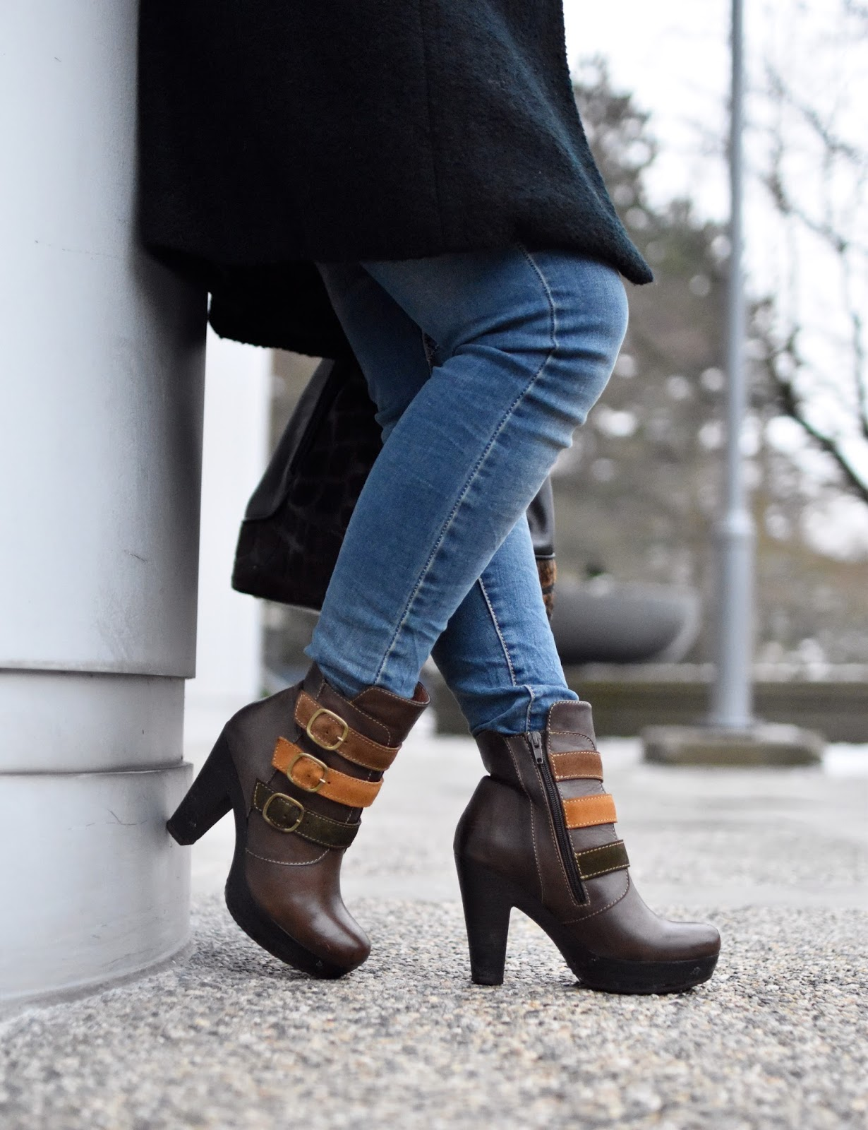 Monika Faulkner outfit inspiration - skinny jeans, platform booties with strap detail