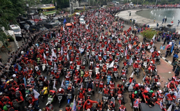 Massa Mengepung Dan Mulai Bergerak Di Istana Negara