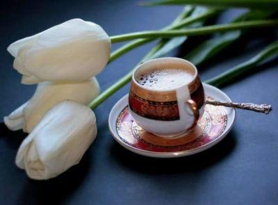 Cafea si lalele albe
