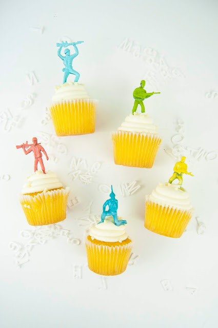 Spray painted toy soldier cupcake toppers a tutorial by Jen Gallacher for www.jengallacher.com #spraypaint #rustoleum #jengallacher #toysoldiers #cupcaketoppers