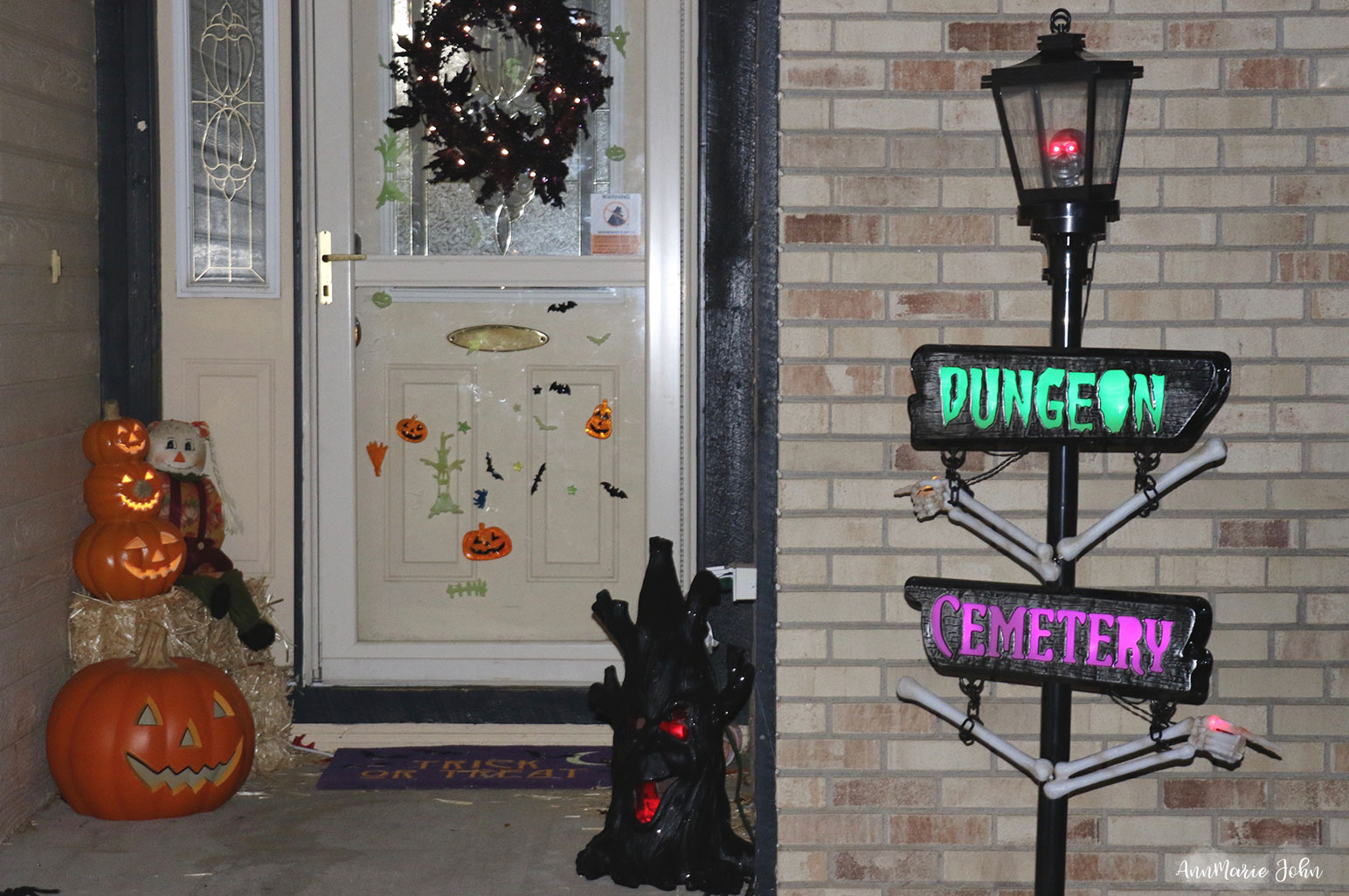 How To Spruce Up a Small Porch for Halloween ~ #LowesFallDecor