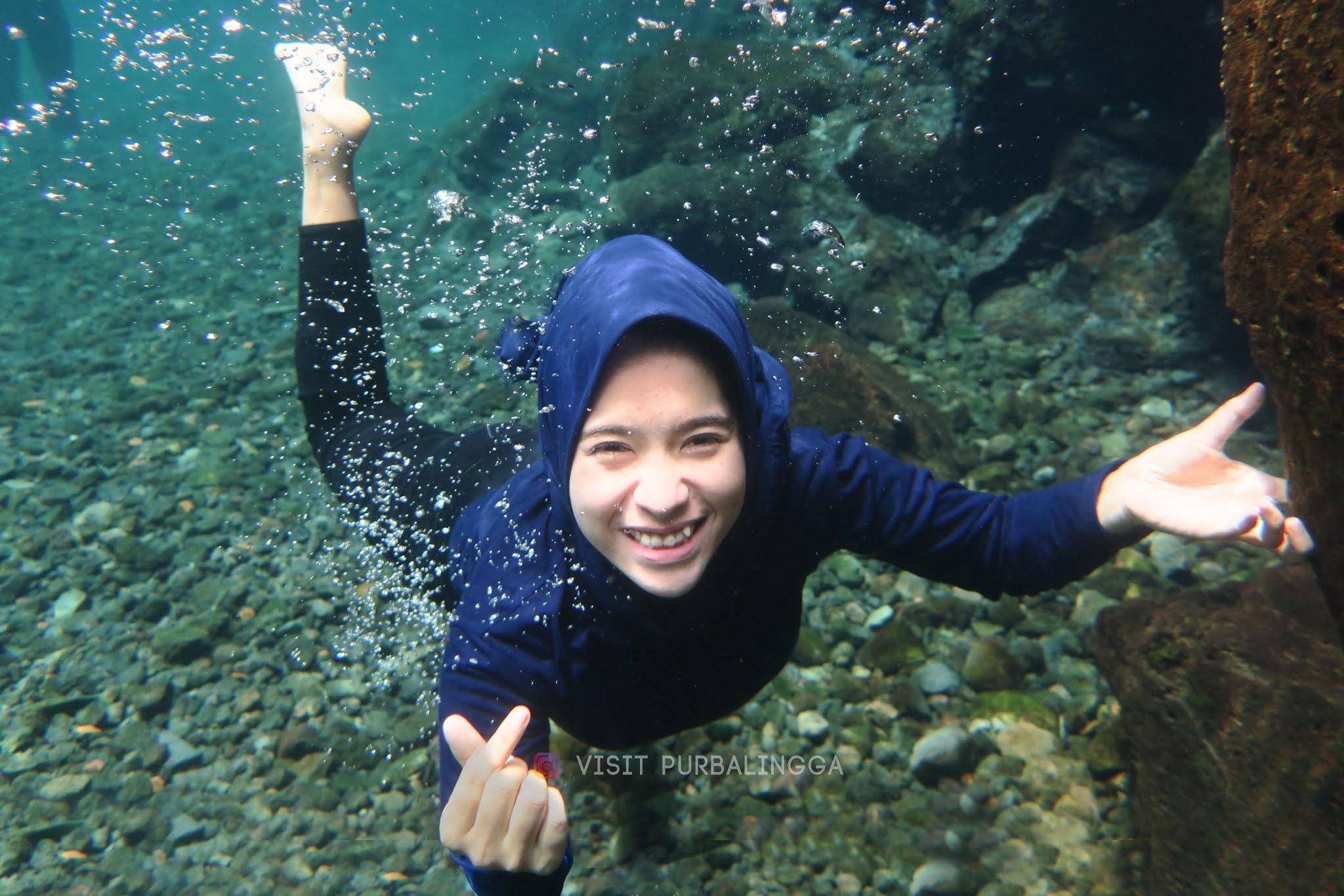 Spot selfie underwater