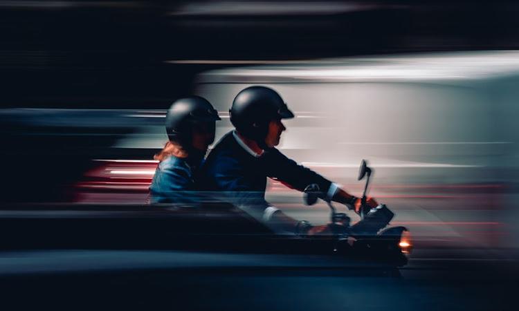 Sendiri atau Berboncengan Saat Menggunakan Motor Honda Wajib #Cari_aman