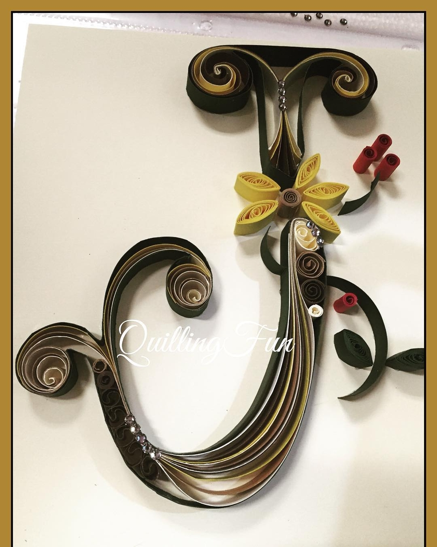 06-J-Jennifer-Stacey-Typography-with-Quilling-Drawings-www-designstack-co
