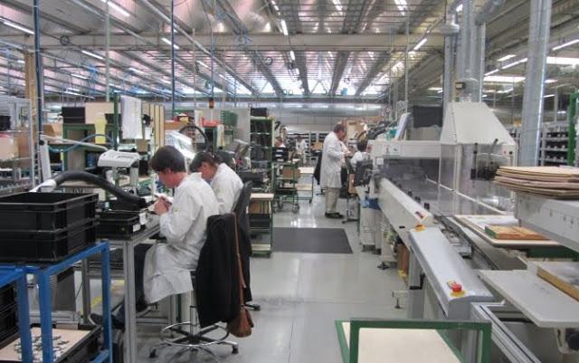 براتب 3500 درهم : مطلوب 67 عامل وعاملة على آلات لصناعة و تركيب الآلات بمدينة طنجة