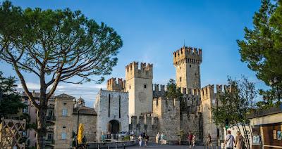 Luoghi belli sul lago di Garda. Visita al castello e borgo di Sirmione