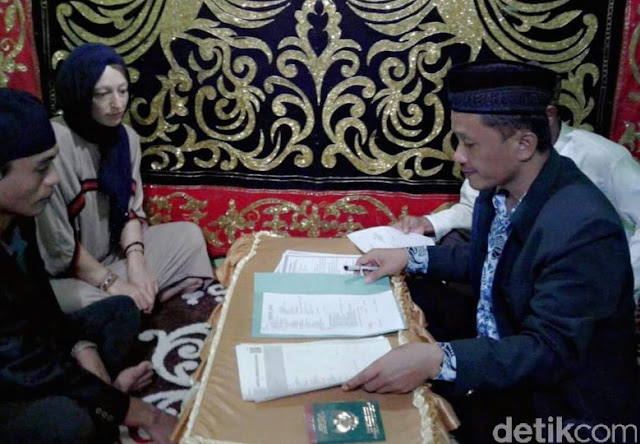 Jadi Viral..!! Pernikahan Pemuda Desa di Sulawesi Selatan dan Bule Jerman yang Jadi Perhatian