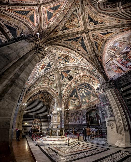 Pila bautismal del Baptisterio (di San Giovanni) de Siena :: Panorámica 8 x Canon EOS5D MkIII | ISO800 | Canon 17-40@17mm | f/4.0 | 1/10s