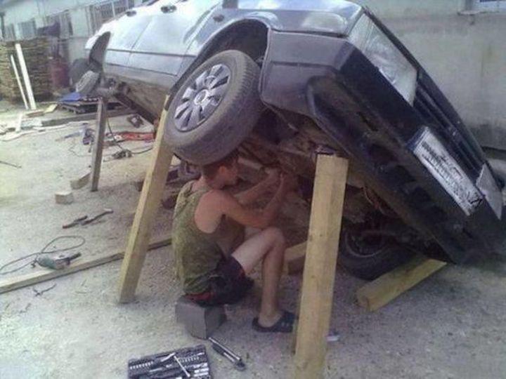 فحص السيارة بدون حامل السيارة cric de voiture