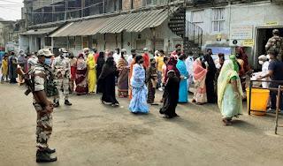 पश्चिम बंगाल में चौथे चरण में 76.16 फीसदी मतदान, वोटिंग के दौरान हुई हिंसा में 4 की मौत | #NayaSaberaNetwork