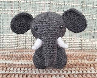 Elefante de crochet indio Jyoti | CrochetyAmigurumis.com | 258x320