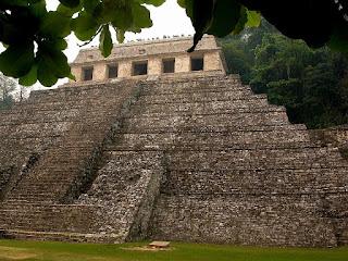 autre vue sur le temple des Inscriptions Palenque