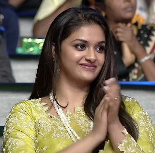 Keerthy Suresh in Saree with Cute and Lovely Smile in Aval Awards 1