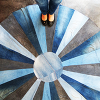 http://www.ohohdeco.com/2015/09/diy-rug-with-old-denims.html
