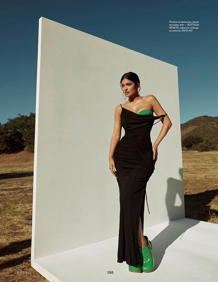 Total look from Bottega Veneta – Photo ©Greg Swales for Elle Russia