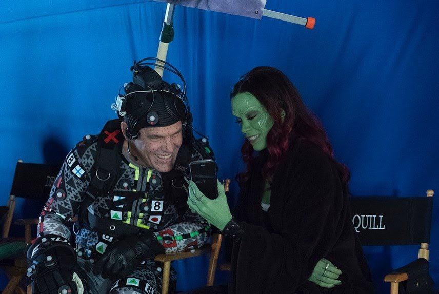 Josh Brolin have to shoulder a pseudo Thanos during Avegers Endgame filming :「アベンジャーズ : エンドゲーム」の撮影の合い間に、サノスとガモラの父娘が仲むつまじい様子が微笑ましいのとは別の意味で、クスッと笑ってしまうメイキング・フォト ! !