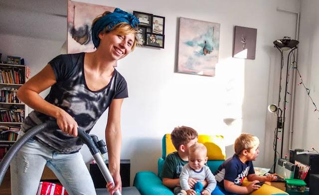 Kobiety nie lubią sprzątać! 7 najbardziej znienawidzonych prac domowych
