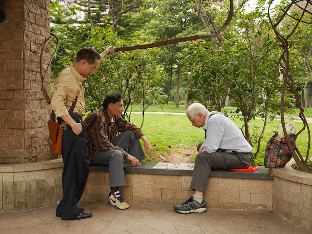 two men playing xiangqi at he Lin Zexu Memorial Park (林则徐纪念园) in Guangzhou