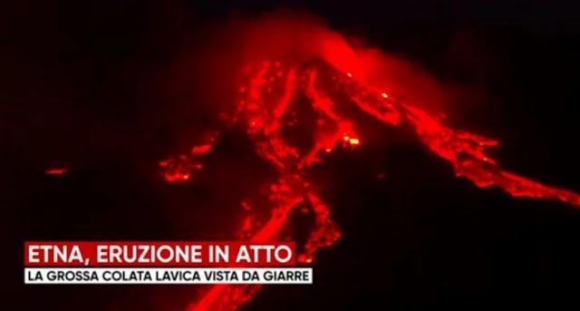 Εξερράγη κρατήρας του ηφαιστείου της Αίτνας: Εντυπωσιακές εικόνες από σύννεφα με στάχτες και λάβα