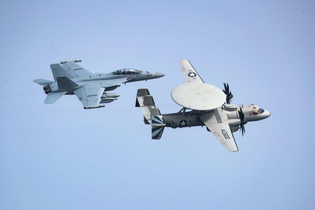Японія отримала ще два вдосконалених Hawkeye E-2D