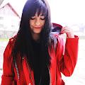 Czerwona kurtka przeciwdeszczowa