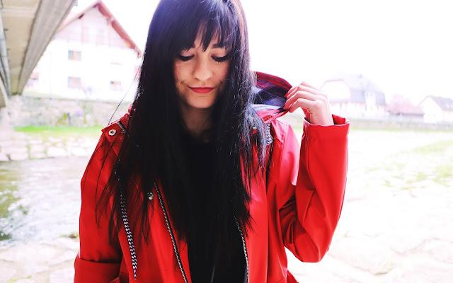 Czerwona kurtka przeciwdeszczowa  - Czytaj więcej »
