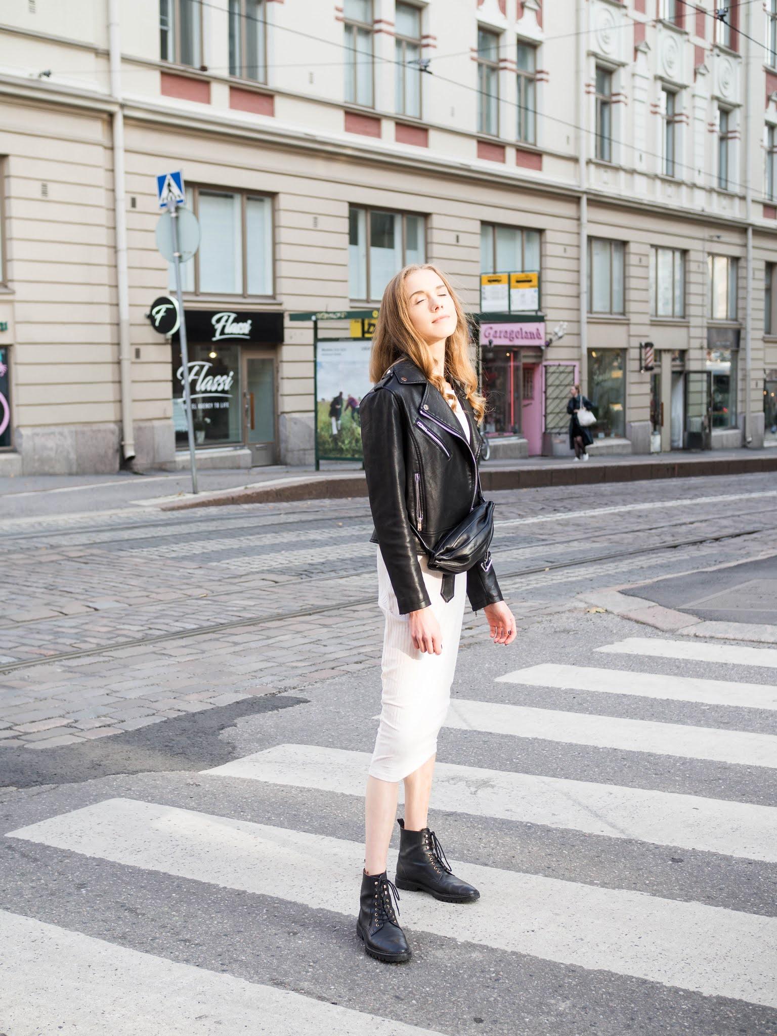 Inspiraatiota syyspukeutumiseen: ribbineulemekko, nahkatakki ja nilkkurit // Autumn outfit inspiration: ribbed knit dress, leather jacket and ankle boots