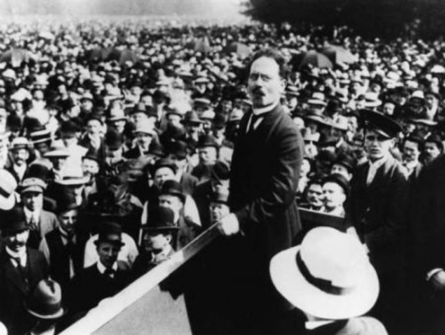 Dr. Karl Liebknecht proclaims a German socialist republic November 1918 worldwartwo.filminspector.com