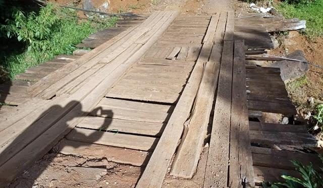 Cansados de esperar, vereadores e agricultores organizam mutirão para construir ponte em Manoel Ribas