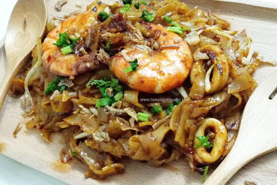 kuey teow goreng basah, resepi kuey teow goreng seafood, udang, sotong goreng,