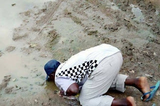 Man drinks Water from Mud To Celebrate Buhari's Return