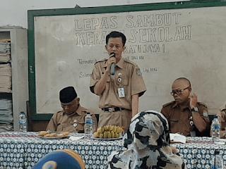 Ahmad Sadeli Memberikan Sambutan lepas sambut kepala sekolah