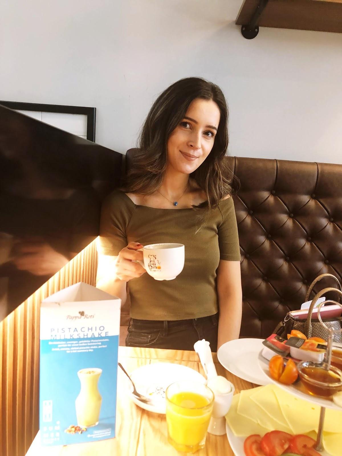 Frühstück-Kaffee-Bun-Pappa-Roti