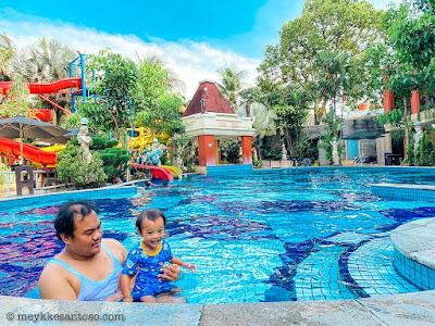 Berenang di Grand Wahid Hotel, Salatiga