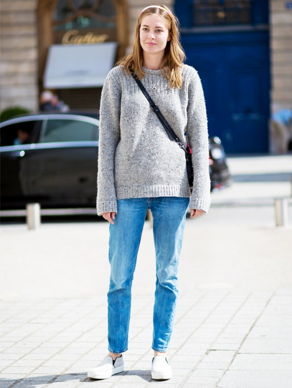 A pair of jeans whether it is ripped, acid wash, low rise, high rise or  boyfriend jeans, it will by default look amazing with oversize sweaters.