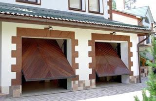 casa com portão basculante
