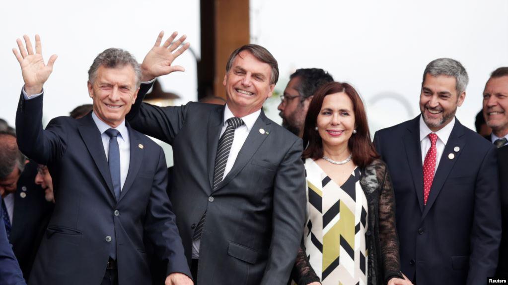 El presidente de Brasil, Jair Bolsonaro, el presidente de Argentina, Mauricio Macri, el presidente de Paraguay, Mario Abdo Benítez, y la ministra de Relaciones Exteriores de Bolivia, Karen Longaric, asisten a una cumbre del bloque comercial Mercosur / REUTERS