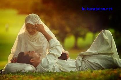 Apakah Boleh Bermesraan Dengan Suami Saat Puasa